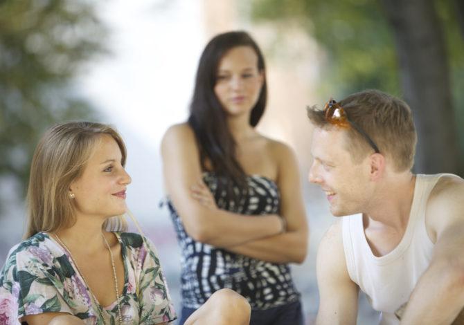 Eifersucht es recht machen wollen: es dem Partner recht machen