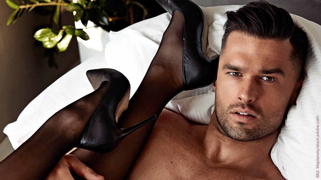 Sexuelle Wünsche und sexuelle Zufriedenheit: Mann und Frau in erotischer Pose.