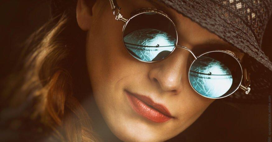 Neuer Partner - altes Beziehungsmuster. Schöne Frau mit Sonnenbrille