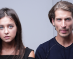 Beziehungsstress: Paar schaut angespannt