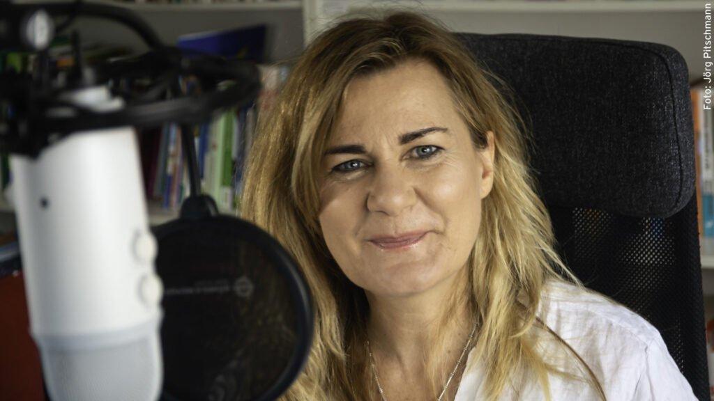 Vera Matt in ihrem Aufnahmestudio (Bild: Jörg Pitschmann